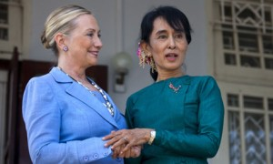 Aung-San-Suu-Kyi-welcomes-007