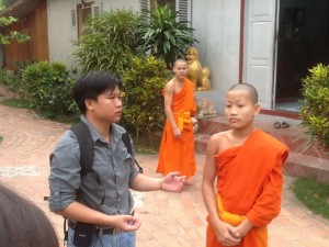 Thongchanh-discusses-monastic-life-with-a-young-novice